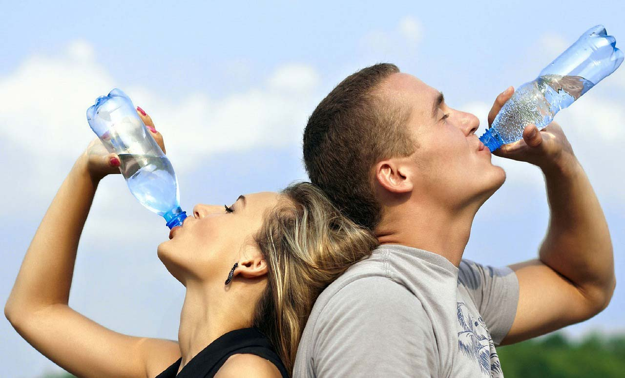 Filtered Water Health Benefits, couple drinking water